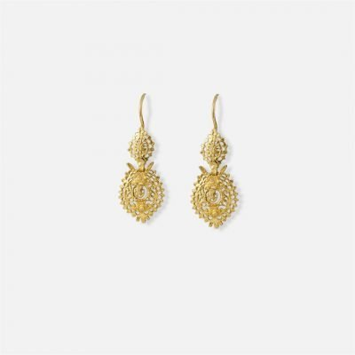 Filigree 'Queen' pair of earrings in yellow gold