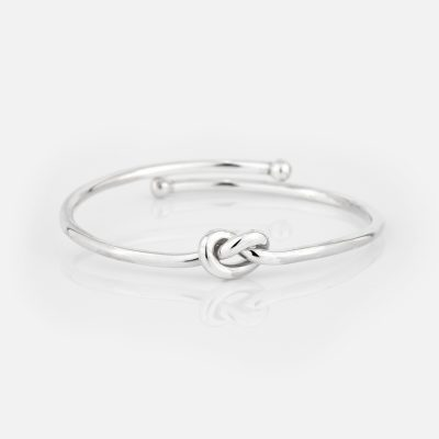 Open bracelet in silver with knot