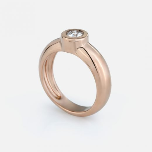 'One' ring in yellow gold and diamond